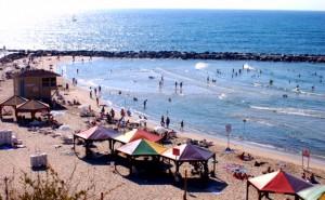 Vergleichsweise leerer Strand in Tel Aviv