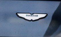 Aston-Martin Logo auf Auto, Luxus Auto