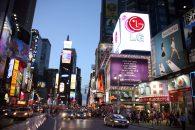 Times Square bei Nacht Außenwerbung